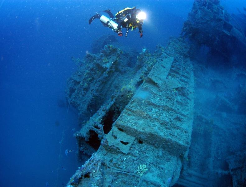 Starboard side diver