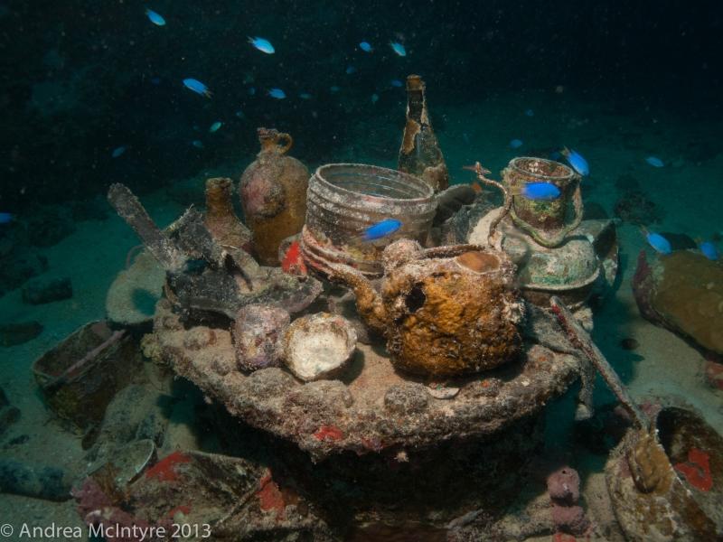 Teapots, crockery, bottles - Shinkoku Maru